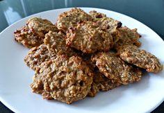BANAAN-HAVERMOUTMUFFINS  3 (rijpe) bananen (369) - 100g havermout (360) - 2 eieren (140) Smaakmakers naar keuze:  - 20 g (handje) rozijnen (60)- 20g Cashew noten (128)  - 1 el Kaneel (T1057)   20 minuten (165 graden) in de oven en eet smakelijk! 15 bananenmuffins 88 kcal waard. Healthy Cookies, Healthy Snacks, Healthy Recipes, A Food, Food And Drink, Kid Desserts, Healthy Baking, Easy Cooking, Baby Food Recipes