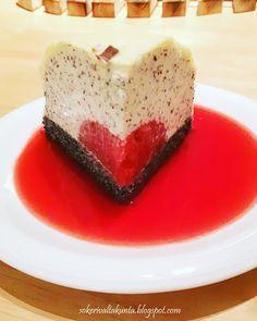 Unikonsiemenluumukakun juju on sisältä paljastuva luumuhyytelö. Bosnian Recipes, Poppy Seed Cake, Cheesecake, Seeds, Desserts, Food, Tailgate Desserts, Deserts, Cheesecakes