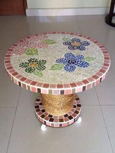 Mosaic Garden Art, Mosaic Tile Art, Mosaic Crafts, Mosaic Projects, Mosaic Glass, Vitromosaico Ideas, Dining Table Redo, Spool Tables, Faux Walls