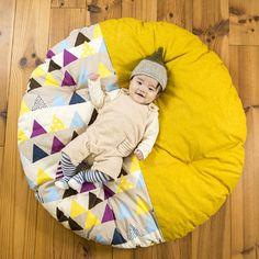 【送料無料】赤ちゃんのためのせんべい座布団。cuna select限定柄も!直径1mの洛中高岡屋せんべい座布団は、出産祝いにも大人気です。プレイスペースやおむつ替え、お昼寝などにピッタリ!