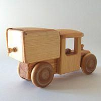 A toy garage is a simple structure to store and display collected toys. Toy Garage, Wooden Car, Toy Trucks, Scroll Saw, Wood Toys, Yard Art, Wood Projects, Woodworking, Kids