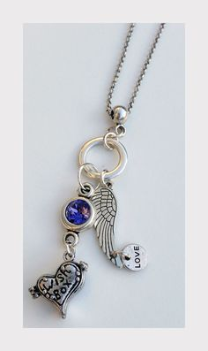 Ketting met wenshanger en Swarovski. Jasserson silver plated necklace with a heart shaped pendant wensbox. With beautiful Swarovski. And an angel wing pendant to protect the message in the desire pendant and cherish. This wensbox pendant you can open and here for example do a little note with a wish. This wish necklace is beautiful for everyone, because there are so many hopes and dreams. http://www.charmantsieraden.nl/mama-sieraden/mama-kettingen/ketting-met-wenshanger-en-swarovski.html