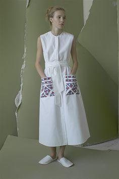 Vika Gazinskaya Spring 2016 Ready-to-Wear Fashion Show - Women's style: Patterns of sustainability Couture Fashion, Runway Fashion, Spring Fashion, Fashion Show, Fashion Design, Style Fashion, Fashion Tips For Girls, Muslim Fashion, White Fashion