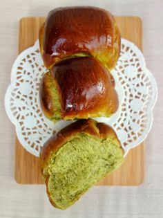 The Bake-a-nista: Matcha Hokkaido Milk Bread Matcha Bread Recipe, Best Bread Recipe, Tea Recipes, Baking Recipes, Hokkaido Milk Bread, Green Tea Dessert, Matcha Milk, Asian Desserts, Instant Yeast