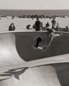 Getting it like I never could. #thatsprettymucheveryoneonthisplanet #canon #blackandwhite #blackandwhitephotography #photooftheday #venice #california #ca #westcoast #lifestyles #canon #skate #surf #ocean #pacific #beach #earth #blondeshavemorefun #skateboard #skatepark #bringit #people #bowl #gopro #horizon #air #bigair #igers #ignation #travel