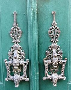 Lisbon door details ~ would make beautiful earrings :o)