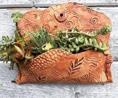 Most recent Photographs modern pottery art Ideas Hand Built Pottery, Slab Pottery, Ceramic Pottery, Pottery Art, Ceramic Planters, Ceramic Clay, Wall Planters, Planter Pots, Cerámica Ideas