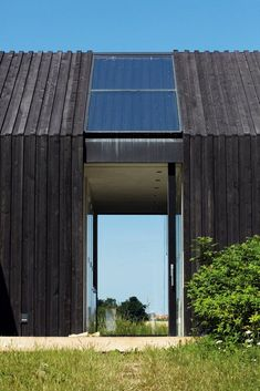 Gotland Summer House by Deve Architecture Architecture Details, Modern Architecture, Scandinavian Architecture, Timber Cabin, Timber Cladding, Shed Homes, Breezeway, Reggio Emilia, Monet