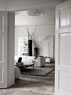 Modern Chic interieur | woonkamer | living | visgraatvloer - Makeover.nl