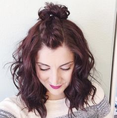 Mom Bun: No-Fail Mom Hairstyles You Can Totally Master Easy and Cute Hairstyles for MomsEasy and Cute Hairstyles for Moms Mom Haircuts, Up Hairdos, Easy Hairstyles For Medium Hair, Headband Hairstyles, Hairstyle Ideas, Wedding Hairstyles, Easy Everyday Hairstyles, Summer Hairstyles, Updos