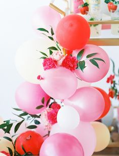 How to make a flower and balloon archway or garland #flower #balloons #partydecor #party