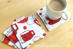 Fabric Coasters: A Quick and Easy Sewing Project — Angie's Art Studio Christmas Sewing Gifts, Christmas Sewing Projects, Sewing Projects For Kids, Christmas Fabric Crafts, Project Projects, Sew Gifts, Fabric Gifts, Easy Seeing Projects, Ikea