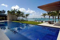 Piscina em luxuosa residência no sul da Florida