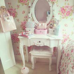 Dream dressing table! How beautiful.