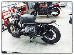 BMW caferacer by Motorecyclos Brumbrum