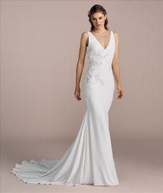 Made by the same company as Pronovias, the La Sposa collection offers the bride a stylish edit of mermaid shapes alongside elegant ball gowns. La Sposa Wedding Dresses, Bridal Gowns, Elegant Ball Gowns, Minimalist Dresses, Mirror Mirror, Tulle, Chiffon, Bride