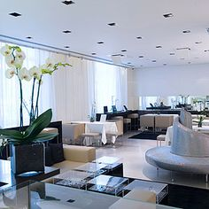 SWAROVSKI CRYSTALLIZED Event Lounge London: Intimate, chic and smart reception lounge adorned with crystals - capacity for up to 150 people.