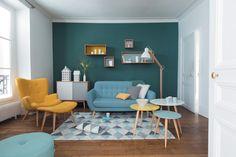 Salon scandinave aux teintes pastel givrées et avec un air 50's par Maisons du Monde | Côté Maison