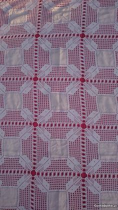 Toalha em croché e linho caseiro Crochet Motifs, Maria Jose, Diy And Crafts, Quilts, Blanket, Knitting, Linen Tablecloth, Crochet Blankets, Crochet Table Runner