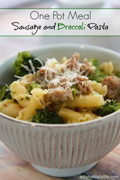 Sausage and Broccoli Pasta.this easy to make one pot meal has only 5 ingredients, takes less than 30 minutes to make, **Use Spaghetti squash to sub pasta Sausage Recipes, Pork Recipes, Pasta Recipes, Dinner Recipes, Cooking Recipes, Healthy Recipes, Cheap Recipes, Skillet Recipes, Cookbook Recipes