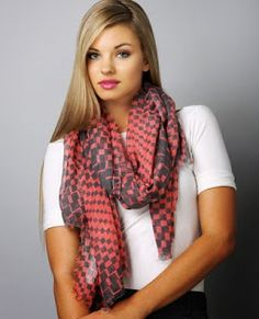 40 Cool Street Styles & Fashion Trends For Women and Girls Ways To Wear A Scarf, How To Wear Scarves, Woolen Scarves, Winter Scarves, Teal Scarf, Short Scarves, Cute Scarfs, Silk Material, Designer Scarves