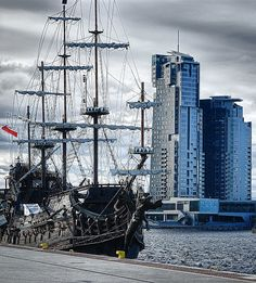 Zderzenie klimatu turystycznego z biznesem i nowoczesnością - taka właśnie jest Gdynia. Zostań jej mieszkańcem. Pomożemy - dzwoń 58 558 53 53!
