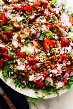 This large strawberry salad is colorful and delicious! It's made with arugula, strawberries, goat cheese, sunflower seeds and balsamic vinaigrette. Recipe yields 4 large or 8 side salads. Healthy Recipes, Vegetarian Recipes, Vegetarian Salad, Skinny Recipes, Healthy Dinners, Arugula Salad Recipes, Kale Salad, Salads For A Crowd, Big Salad