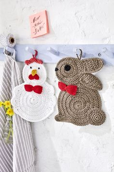 Topflappen Hase und Huhn -  free crochet chicken and rabbit potholder patterns in English or German at Schachenmayr W9943AB