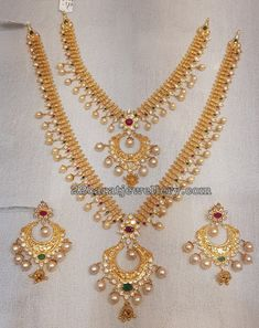 Simple Gold Sets from Mahalaxmi Jewellers Wedding Jewelry Simple, Gold Jewelry Simple, Wedding Jewelry Sets, Bridal Jewelry, Gold Jewellery, Gold Set, Jewelry Patterns, Indian Jewelry, Gold Necklace