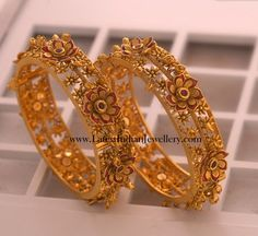 Antique Bangles latest jewelry designs - Page 10 of 24 - Indian Jewellery Designs Antique Gold, Antique Jewelry, Gold Jewelry, Jewelery, Fine Jewelry, Silver Bracelets, Bangle Bracelets, Gold Bangles Design, Jewelry Design