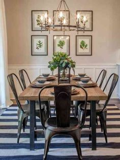 déco de salle à manger avec des chaises en métal