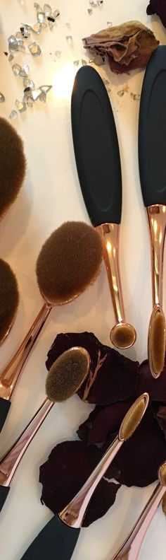 Oval brushes makeup set: The latest beauty trends!