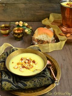 Taste of Pearl City: Instant Phirni / Semolina Pudding Indian Desserts, Indian Sweets, Indian Food Recipes, Indian Foods, Ramadan Recipes, Ramadan Food, Spicy Recipes, Cooking Recipes, Dessert Pots