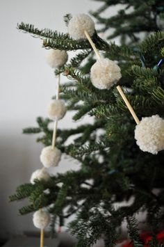 Simple pom pom & natural straw Christmas tree garland.
