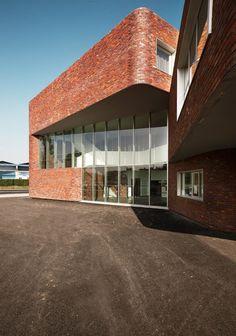 Tank Architectes, Julien Lanoo · HIGH SCHOOL LEVI STRAUSS · Divisare