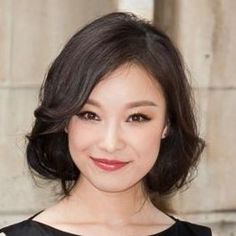 Actress Ni Ni. Springs whose natural level of contrast is very high or whose overall coloring is rather dark tend to be Bright Springs.