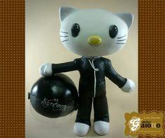 Dear Daniel, namorado da Hello Kitty feito em biscuit/porcelana fria para compor um topo de bolo de casamento. www.facebook.com/gaiotto.atelier http://agaiotto.blogspot.com/ atelier.gaiotto@gmail.com F: (19) 3012-3588