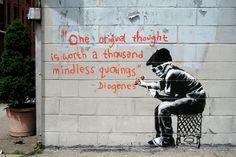 """""""Un pensamiento original vale mil citas insignificantes.""""  —Diógenes  (Más en Banksy Street Art →)"""