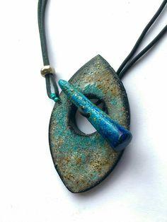 Possible BigHole LW toggle - original polymer by Mabcrea Porcelain Jewelry, Ceramic Jewelry, Enamel Jewelry, Ceramic Beads, Diy Jewelry, Jewellery, Ceramic Necklace, Rock Jewelry, Jewelry Ideas