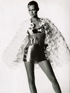 Lauren Hutton for Vogue 1968. Photo by Irving Penn