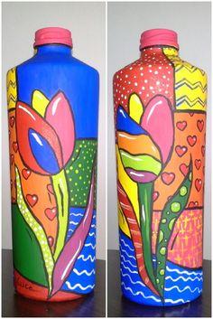 Garrafa pintada e envernizada, excelente objeto para compor a decoração da sua casa ou trabalho, com bom gosto e exclusividade. Cada garrafa é única, e totalmente artesanal. Após a confirmação do pagamento o item será postado em até 6 dias. R$ 38,00
