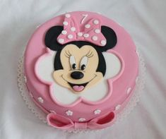 Dorty od Majky - Fotoalbum - Dětské dorty - Mickey a Minnie - 127 - pt Leoni - Kuchen Minnie Mouse Cake Design, Minnie Mouse Cake Decorations, Torta Minnie Mouse, Minnie Mouse Birthday Theme, Minnie Mouse Cookies, Mickey Mouse Cake, Birthday Cake Girls, Bolo Sofia, Baby Tv Cake