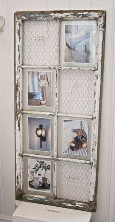 Idée rangement et récup : vieille porte-fenêtre recyclée avec du grillage à poules, en porte-photo et rangement boucles d'oreilles... by frankie