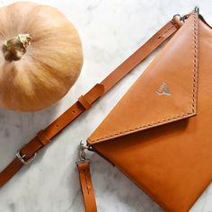 Happy Halloween everyone 🎃 Handcrafted vegetable tanned leather envelope bag with an adjustable leather strap Vegetable Tanned Leather, Women's Bags, Happy Halloween, Leather Handbags, Envelope, Leather Totes, Envelopes, Women's Handbags, Leather Purses