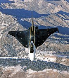 Tipo  Caza experimental Fabricante  General Dynamics Primer vuelo 3 de julio de 1982 Usuario Fuerza Aérea de los Estados Unid...