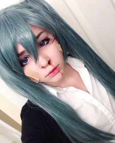 Another picture from my miku costest! I liked this a lot haha  I might consider cosplaying her for real in the future #hatsunemiku #hatsune #miku #vocaloid #wig #green #makeup #cosplay #costest #cosplayer #contacts #cosplaymakeup #wounds #fake #rollinggirlcosplay #rollinggirl #anime #vocaloidcosplay
