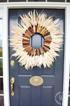 INDIAN CORN WREATH DIY- Make this beautiful fall wreath for your front door in about 30 minutes! Even if you are not crafty you can do this! Porch Topiary, Topiaries, Indian Corn Wreath, Elegant Fall Wreaths, Thanksgiving Wreaths, Thanksgiving Ideas, Thanksgiving Decorations, Seasonal Decor, Fall Table Settings