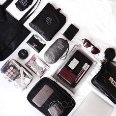 """좋아요 277개, 댓글 11개 - Instagram의 Natsuki(@natsukioro)님: """"What's in my travel bag for 3days Korea  carry on traveling 韓国の2泊3日旅行の持ち物✈️ ポシェットとA4サイズのトートだけ^ ^…"""""""