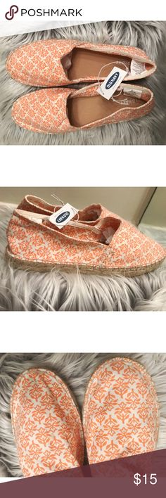 ✨Old Navy Flats✨ NWT Old Navy Flats! Perfect for the spring or summer! Has a small spot on the left shoe that I will clean before purchased! Size 10 Old Navy Shoes Flats & Loafers