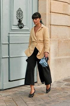 The Latest Street Style From Paris Fashion Week - Fashion Moda 2019 Street Style Outfits, Spring Street Style, Street Outfit, Fashion Outfits, Womens Fashion, Fashion Tips, Fashion Trends, Style Fashion, Fashion Websites